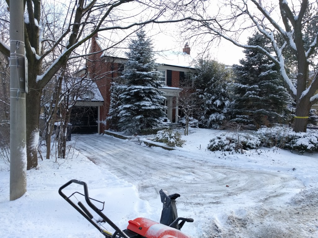 Snow shoveling and snow removal services from Gardenzilla in midtown & North Toronto.
