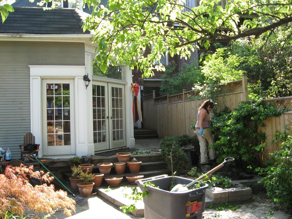 Landscape staging services gardenzilla toronto for Affordable garden services