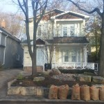 Front of house - Fall leaf cleanup in the beaches - Gardenzilla